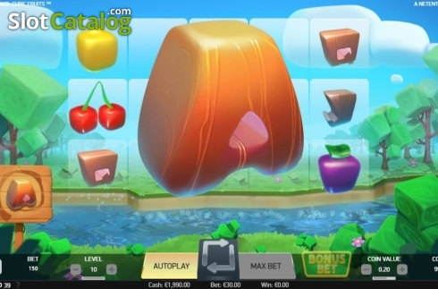 Colossal Symbol. Strolling Staxx Cubic Fruits (Video Slot from NetEnt)