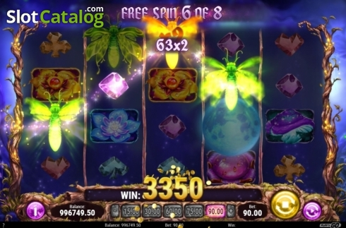 Skärm9. Firefly Frenzy (Video Slot från Play'n Go)